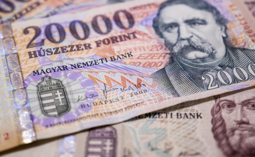 az újságok online keresnek pénzt)